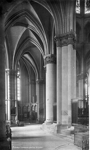 Cathédrale Notre-Dame Vue intérieure du déambulatoire, côté nord, Mieusement, Médéric (photographe),