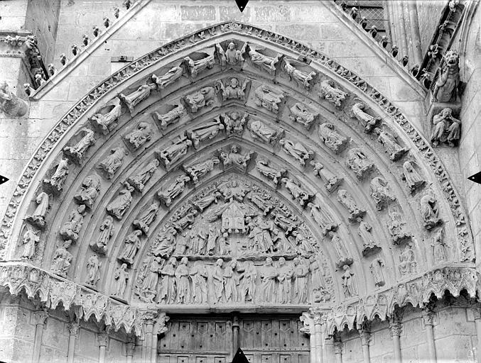 Cathédrale Saint-Pierre Portail sud de la façade ouest, tympan et voussures : Scènes de la vie de saint Thomas, Gossin (photographe),