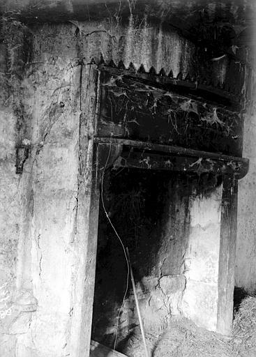 Maladrerie Intérieur: cheminée, Enlart, Camille (historien),