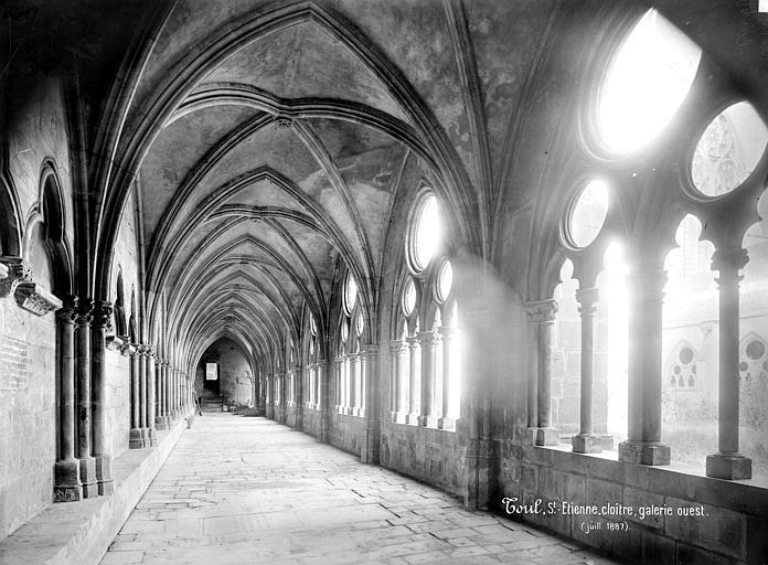 Cathédrale Saint-Etienne (ancienne) Cloître : vue intérieure de la galerie ouest, Mieusement, Médéric (photographe),