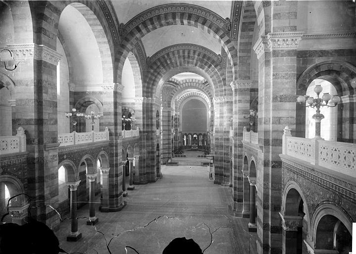 Cathédrale Sainte-Marie-Majeure Vue intérieure de la nef, vers le choeur, prise de la tribune, Mieusement, Médéric (photographe),
