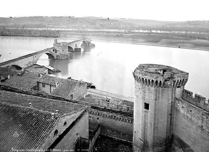 Remparts ; Pont Saint-Bénézet Vue générale prise du haut d'une tour vers le pont, Mieusement, Médéric (photographe),