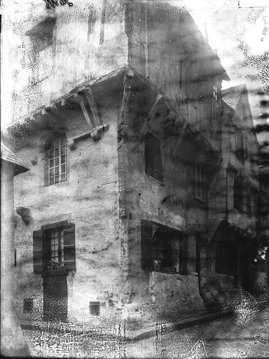 Maison , Enlart, Camille (historien),