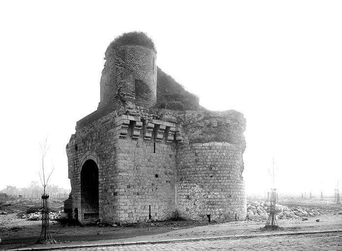Fortifications (ancienne)/Porte Cardon/Porte d'Arras/Châtelet , Robert, Paul (photographe),