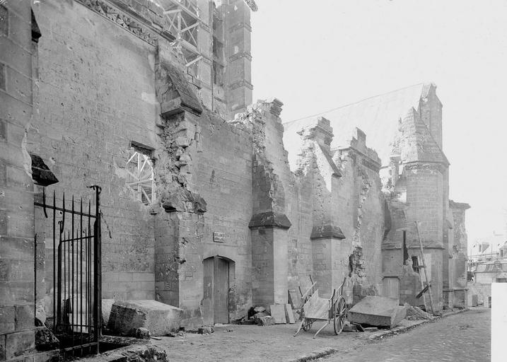 Eglise Notre-Dame (ancienne cathédrale) Cloître, mur extérieur, Service photographique,