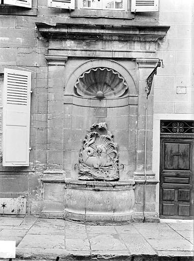 Fontaine du Cheval Marin Vue d'ensemble, Gossin (photographe),
