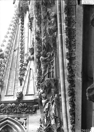 Cathédrale Notre-Dame Rose ouest, partie supérieure de la voussure, côté gauche, Lajoie, Abel,