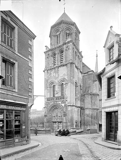 Eglise Sainte-Radegonde Façade ouest : clocher porche, Gossin (photographe),