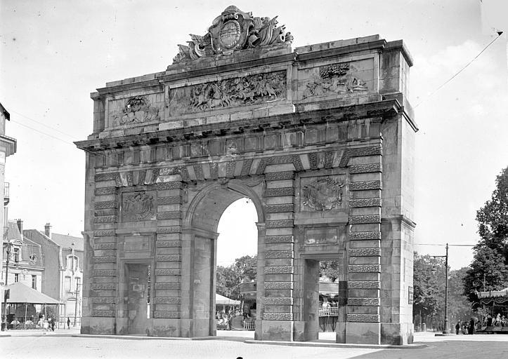 Porte Desilles Vue d'ensemble, du côté du faubourg, Queste, P. photographe),