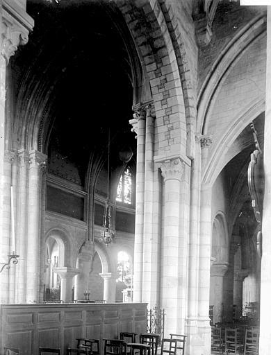 Collégiale Notre-Dame Nef: vue diagonale, Enlart, Camille (historien),
