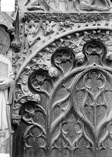 Cathédrale Saint-Etienne Portail central de la façade ouest : arc de droite, partie gauche, Doucet ; Baudet (photographe),