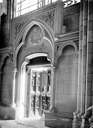 Basilique Saint-Denis Petite porte latérale sud, Mieusement, Médéric (photographe),