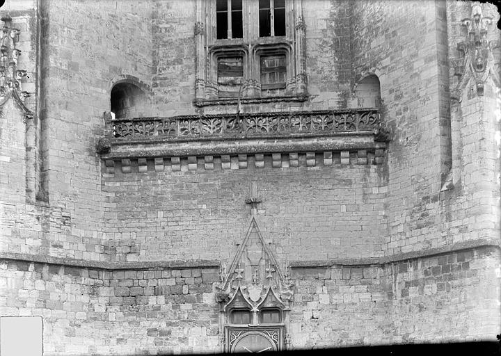 Eglise Notre-Dame (ancienne collégiale) Clocher porche, côté ouest : Fenêtre et balustrade, Manens,