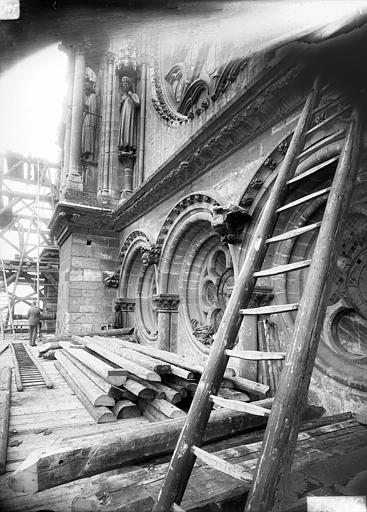 Cathédrale Notre-Dame Bras nord du transept, arcature au-dessous de la rose, Lajoie, Abel,