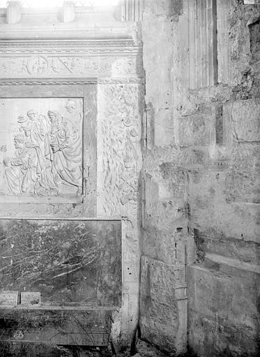 Eglise Saint-Pierre Vue intérieure de la chapelle de la Vierge : Fragments d'autel, Durand, Jean-Eugène (photographe),