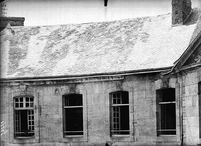 Evêché  (ancien) Fenêtre et toitures, Service photographique,