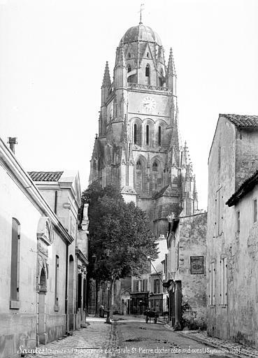 Eglise Saint-Pierre (ancienne cathédrale) et son cloître Clocher, pris d'une rue, côté sud-ouest, Mieusement, Médéric (photographe),