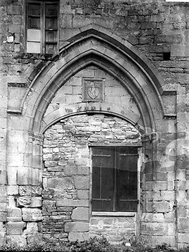 Bâtiments abbatiaux Porte murée, Enlart, Camille (historien),