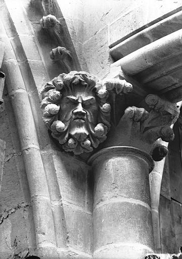 Cathédrale Notre-Dame Chapiteau et têtes d'amortissement, masque feuille, Lajoie, Abel,