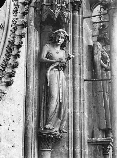 Cathédrale Notre-Dame Bras nord du transept, statue d'Eve, Lajoie, Abel,