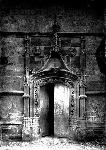 Eglise Notre-Dame Portail latéral, Enlart, Camille (historien),
