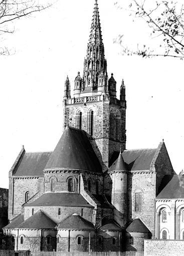 Eglise Notre-Dame Ensemble est, Enlart, Camille (historien),