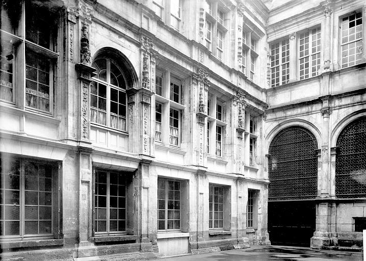 Maisons , Enlart, Camille (historien),