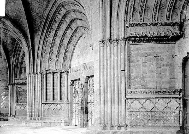 Cathédrale Notre-Dame Portail ouest: vue diagonale, Enlart, Camille (historien),