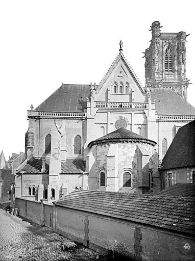 Cathédrale Saint-Cyr-et-Sainte-Julitte Façade ouest précédée d'une abside, Mieusement, Médéric (photographe),