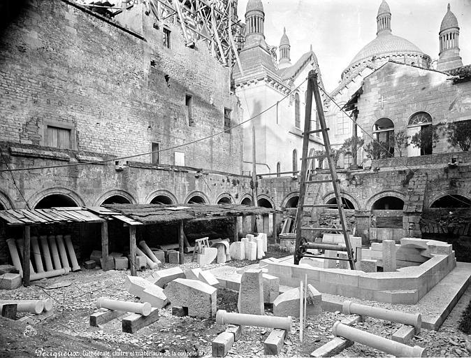 Cathédrale Saint-Front Cloître : matériaux de la coupole, Mieusement, Médéric (photographe),