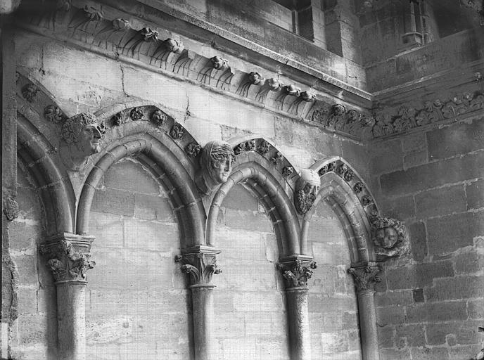 Cathédrale Notre-Dame Arcature à la base de la tour sud, Lajoie, Abel,
