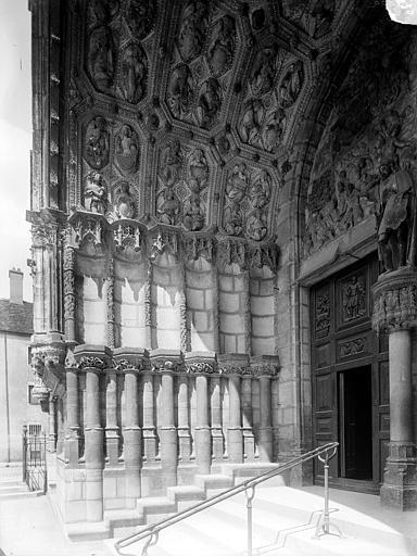 Eglise Saint-Michel Portail central de la façade ouest : Ebrasement gauche, Heuzé, Henri (photographe),