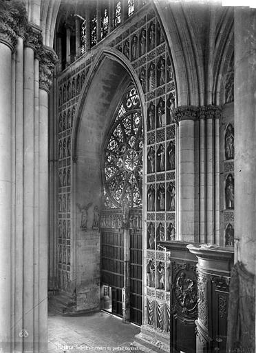 Cathédrale Notre-Dame Vue intérieure : Revers du portail central de la façade ouest, Mieusement, Médéric (photographe),