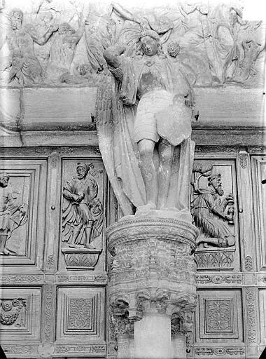 Eglise Saint-Michel Portail central de la façade ouest, statue du trumeau : saint Michel, Gossin (photographe),