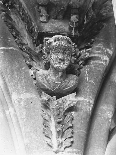 Cathédrale Notre-Dame Tête d'amortissement d'arc, tour sud, Lajoie, Abel,