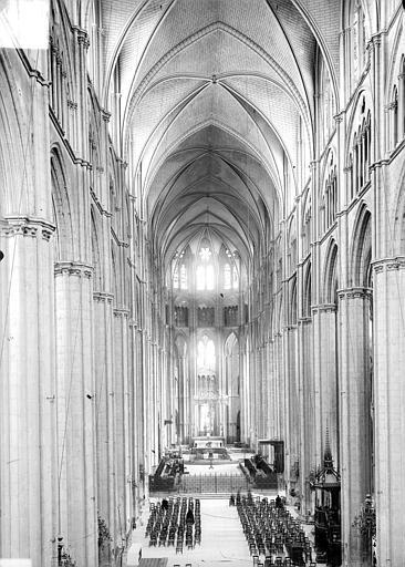 Cathédrale Saint-Etienne Vue intérieure de la nef, vers le chœur, prise de la tribune, Doucet ; Baudet (photographe),
