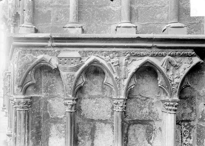 Cathédrale Saint-Etienne Façade ouest : arcatures du soubassement, Doucet ; Baudet (photographe),