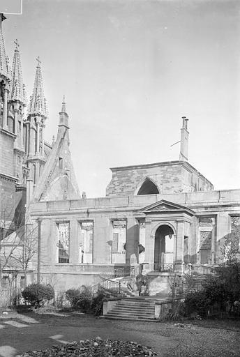 Archevêché (ancien) ; Palais du Tau (actuel) Salle du Tau : Façade sur cour, Sainsaulieu, Max (photographe),