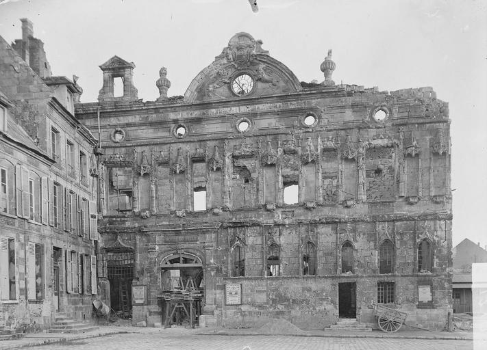 Hôtel de Ville Façade, Service photographique,