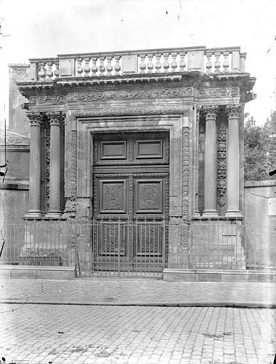 Musée Rupert de Chièvres Portail de l'ancienne église des Augustins, Gossin (photographe),