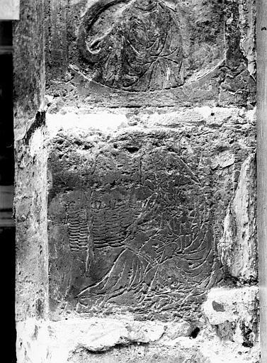 Maison dite de Nicolas Flamel Détail de la façade : Personnage assis et lisant, Durand, Jean-Eugène (photographe),