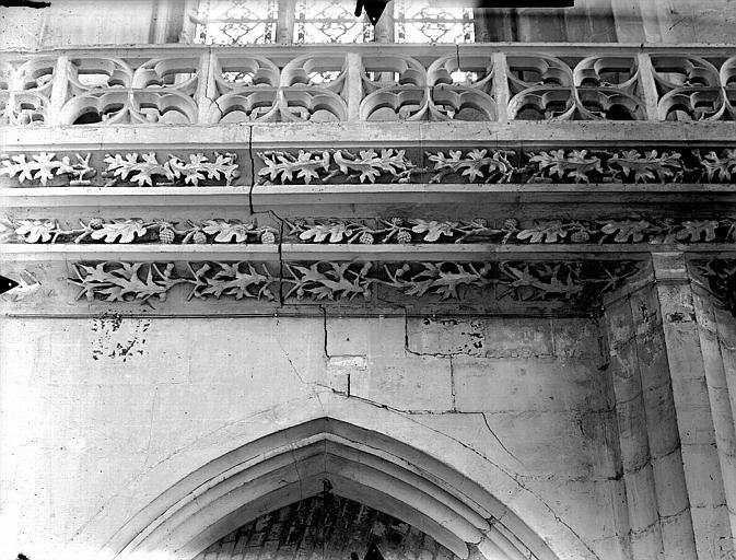 Eglise Saint-Gervais-Saint-Protais Bras sud du transept, frise, Gossin (photographe),
