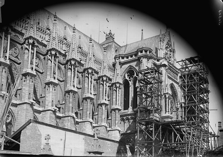 Cathédrale Notre-Dame Façade sud, prise de la rue des Tournelles, Lajoie, Abel,