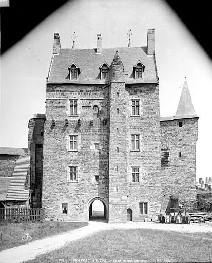 Château Châtelet, Neurdein Frères (photographes),