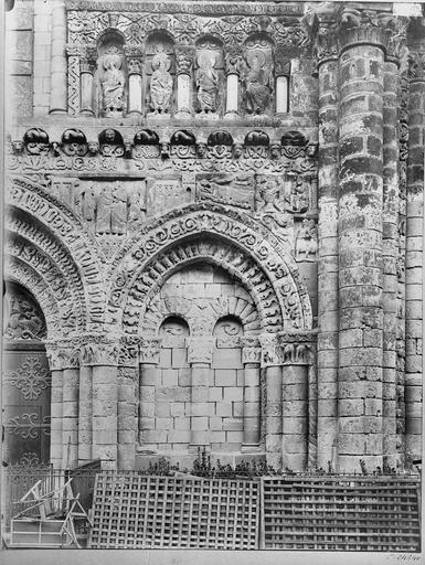 Eglise Notre-Dame-la-Grande Façade ouest, arcature sud, Durand, Eugène (photographe),