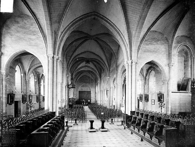 Eglise Vue intérieure de la nef vers l'entrée, Heuzé, Henri (photographe),