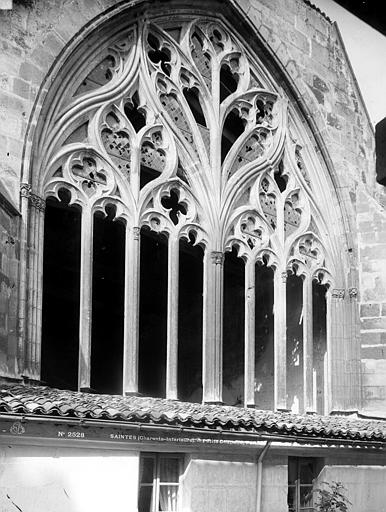 Eglise Saint-Pierre (ancienne cathédrale) et son cloître Abside : fenêtre, Mieusement, Médéric (photographe),