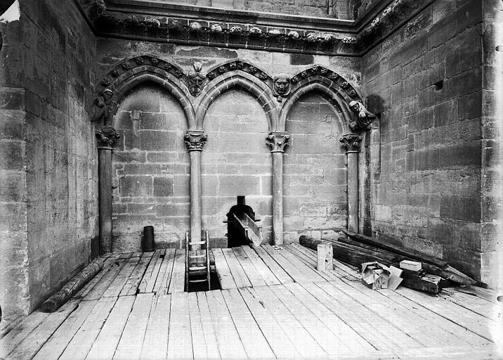 Cathédrale Notre-Dame Partie en retrait à la base de la tour sud-ouest, arcature triple, Lajoie, Abel,