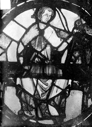 Vitrail : personnage dans un médaillon, Sainsaulieu, Max (photographe),