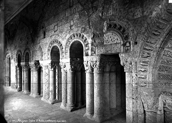 Abbaye Saint-Aubin (ancienne) Cloître, arcatures, Carlier (photographe),